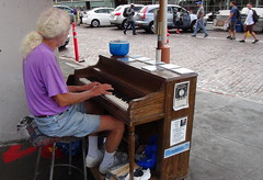 Street musician in Seattle (spelio) Tags: usa travel seattle 2013 musician busker keyboard piano white ong hair senior