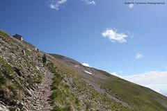 verso lo Zilioli (Roberto Tarantino EXPLORE THE MOUNTAINS!) Tags: parco 2000 nuvole neve alta monte amici montagna marche umbria cresta sibillini vettore quota metri