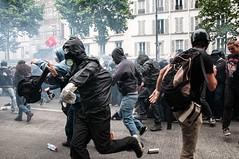 Paris - Grève Génèral (Melissa Favaron) Tags: paris france riot gas strike rosso parigi banlieue sciopero clashes casseur banque blackblok lacrimogeni banche scioperogenerale scioperonazionale grevegeneral 140616 loidutravail grevenational