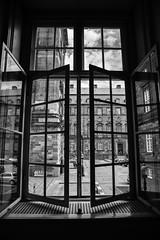 Rear Window (LAK.Photography) Tags: fenster window kopenhagen copenhagen sw schwarzweis schwarzweiss bw blackwhite nikon d810 symmetrie symmetry spiegelung reflection