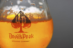 Bubbles - [MocroMonday_20160627] (Arranion) Tags: macro beer brewing canon eos 50mm gold golden glow devils flash beverage peak bubbles stm dual f18 hmm extender 2x speedlite 40d ex430 macromondays ws560