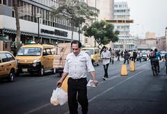 Sin ttulo (Luis Riveraw) Tags: street city people urban canon vintage 50mm minolta lima streetphotography per airelibre canon600d
