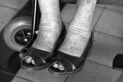 97 years old (Cristo Bolaos) Tags: blackandwhite woman verde feet wheel contrast foot shoe nikon shoes grandmother outdoor naturallight 97yearsold d7100