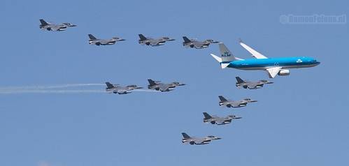 KLM Boeing 737 + F-16 Fighting Falcon formation