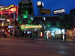 IMG_0294 (andre vautour) Tags: travel vacation favorite holiday ontario night niagarafalls blog published dusk houseoffrankenstein niagaravacation andrevautour
