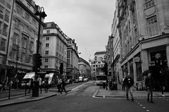 London (timotical) Tags: england blackandwhite bw london digital ed nikon nikkor vr afs dx f3556g schwarzundweiss spazierweg 18105mm d7000 gettyimagesjapan13q4