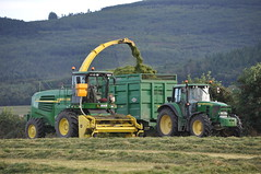 John Deere 7550 Forage Harvester filling a Thorpe Silage Trailer drawn by a John Deere 6930 Tractor (Shane Casey CK25) Tags: county ireland winter irish tractor green field grass by work john hp power farm cork farming working harvest machinery thorpe land feed farmer preserved trailer agriculture drawn silage pulling deere harvester filling forage fodder agri 6930 7550 castletownroche
