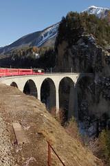 RhB rhtische Bahn Lokomotive Ge 4/4 III 648 Susch mit Werbung fr Lanxess auf dem Landwasserviadukt ( Viadukt - Brcke - Bridge ) der Albulabahn - Albulastrecke bei Fillisur im Kanton Graubnden - Grischun in der Schweiz (chrchr_75) Tags: train de tren schweiz switzerland suisse swiss eisenbahn railway zug locomotive christoph dezember svizzera bahn treno chemin centralstation fer locomotora tog juna lokomotive lok ferrovia rhb bergbahn spoorweg rhtische suissa graubnden locomotiva lokomotiv ferroviaria  locomotief kanton chrigu  rautatie schmalspur 1312  2013 grischun bahnen zoug trainen retica viafier  chrchr hurni kantongraubnden chrchr75 chriguhurni meterspur albumgraubnden chriguhurnibluemailch dezember2013 hurni131201