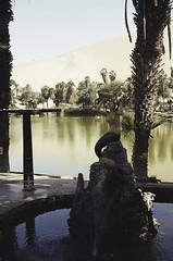(RoX4NnE) Tags: people en lake film peru analog canon landscape lago 50mm sand desert ae1 f14 el iso arena oasis ii 200 latinoamerica fujifilm desierto medio huacachina midle leyenda proplus leyend