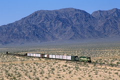 Sailing along the Ship Mountains (Moffat Road) Tags: california ca railroad train desert desolate mojavedesert freighttrain emd chubbuck arizonacalifornia sd402m arzc shipmountains formersantafe