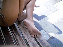 f388247 (DolceaiPiedi) Tags: feet girl foot candid barefoot piedi ragazze amatorial amatoriali