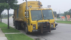 City of Milwaukee 32486 (Milwaukee/Milwaukee County Refuse Photos) Tags: city truck garbage rear milwaukee load mack 32486 mcneilus le613