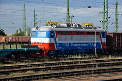 2016_Ferencvros_2059 (emzepe) Tags: new railroad station electric yard train private tren hungary budapest transport engine eisenbahn railway zug bahnhof loco class company bulgaria series locomotive bahn railyard ungarn freight 499 242 bulgarian tbd classification 2016 lokomotiv hongrie koda nyr elektrische ead 44000  jnius vonat lctrique plyaudvar vast ferencvros ferencvrosi 49902  mozdony s499  sorozat lloms vastlloms bolgr plech   villanymozdony magnvast sorozat plyaszm s49902 68e2 prevozi 44083 tovarni