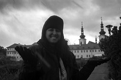 It's snowing! (giovanibr) Tags: portrait snow cold happy prague retrato felicidade praha praga neve surprise czechrepublic feliz surpresa frio hradany malstrana repblicatcheca