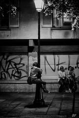 The hugs !! (poupette1957) Tags: life street city travel people urban paris detail art lady night canon french noir photographie curious rue nuit ville parisblackandwhite atmosphre noieetblanc humanisme imagesingulires