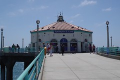 Roundhouse Aquarium, Manhattan Beach Pier (kristenlanum) Tags: ocean california blue summer beach aquarium pier losangeles pacific manhattanbeach roundhouse