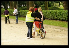 JUNI0465 (Leopoldo Esteban) Tags: africa brussels woman bike mujer women belgium belgique african femme bruxelles bici bruselas mujeres belgica femmes afrique africana afric leopoldoesteban