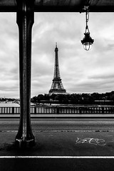 Paname [Explore 25/06/2016] (Lollivier Stphane) Tags: bridge white black paris tower nikon noir tour eiffel tokina explore pont blanc birhakeim