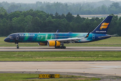 16-3616cr (George Hamlin) Tags: colors photography virginia photo george washington airport dulles iad colorful special international aurora boeing airlines decor borealis chantilly hekla icelandair hamlin 757200 tffiu