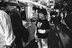 Daikanyama, Tokyo (fabiolug) Tags: street leica boy people blackandwhite bw film japan japanese tokyo blackwhite kid asia child market kodak 28mm trix wide streetphotography stall rangefinder wideangle fair offering kodaktrix mp tasting daikanyama trix400 filmphotography kodaktrix400 elmarit leicamp elmarit28mm leicaelmarit28mmf28asph elmarit28mmf28asph leicaelmarit leicaelmarit28mm believeinfilm