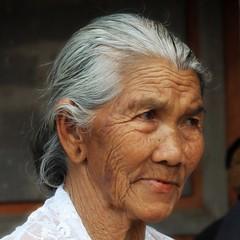 (scinta1) Tags: portrait people bali woman face indonesia temple character traditional ceremony oldwoman kampung pura keluarga kintamani 2015 kedisan