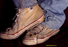 8607a (njphotog29) Tags: old classic vintage sneakers retro footwear 80s converse worn cons chucks beatup trashed