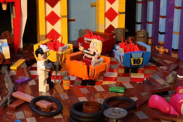 """宿敵反派全數登場!超生動的LEGO 蝙蝠俠場景""""Joker's Funhouse"""""""