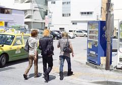 前島 歩くひとたち Naha-si, Okinawa (ymtrx79g ( Activity stop)) Tags: street color slr film japan analog nikon kodak 35mmfilm okinawa 135 沖縄 kodakgold100 街 写真 銀塩 フィルム nikonnewfm2 那覇市 nahasi nikonainikkor50mmf14 歩行走行 walkandrun 201311blog