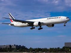 Air France F-GZNI (Lazaro C.) Tags: mia boeing klm airfrance miamiinternationalairport kmia boeing777300er fgzni