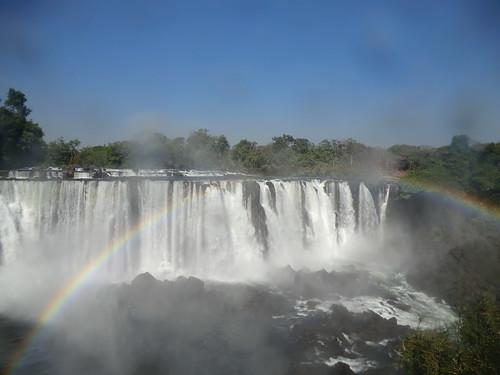 Zambia. Catarata Lumangwe. Un arco iris casi completo