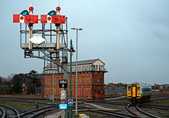 Destination Swansea (Welsh Gold) Tags: bridge box junction severn shrewsbury single signal unit sprinter