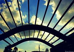 Feliz Martes de nubes... en Bcn (Ferny Carreras) Tags: barcelona wood city blue sky espaa white blanco azul clouds port puerto spain madera bcn ciudad cel palmeras catalonia paseo cielo palmtree nubes catalunya silueta estatua blanc palmera fusta catalua siluette ciutat nuvols nwn belu coln martimo paseomartimo drasanes cristobalcoln