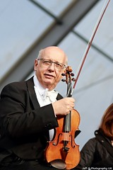 The London Symphony Orchestra (Jeff G Photo - 2m+ views! - jeffgphoto@outlook.com) Tags: music trafalgarsquare violin orchestra strings classicalmusic violinist violins violinists lso orchestral londonsymphonyorchestra lsoopenair bmwlsoopenairclassics bmwlsoopenairclassics2014