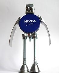 sculpture robot nivea by Gille monte ruici (gille monte ruici) Tags: art metal robot artistic box assemblage cream recycling nivea bots doityourself invaders metalbox recyclage robotssculpture upcycling recycledmetalart creattivit detalhesemferro gillemonteruici