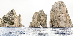 Faraglioni Capri #1 (MaxPa.) Tags: ocean italien light italy nature water canon island capri licht meer wasser natur insel berge 5d felsen faraglioni 2470mm mittelmeer