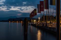 Bardolino 01 - am Hafen (ho4587@ymail.com) Tags: italien see wasser urlaub berge lichter nachtaufnahme flaggen gardasee bardolino fahnen lzb tamronsp2470mmf28divcusd