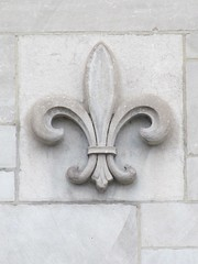Stone fleur-de-lis (Quevillon) Tags: sculpture canada stone montral qubec fleurdelis pumphouse villemarie mcgilluniversity mctavishreservoir