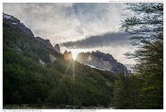 Da 11. Puesta de sol entre las Torres (GonzaloMMD) Tags: chile mountain torresdelpaine montaa cl torresdepaine regindemagallanesydelaantrticachilena regindemagallanesydelaan