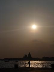 Al atardecer... en Venecia (Leandro Fridman) Tags: venice sunset sky italy atardecer nikon italia cielo venecia d60