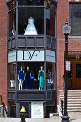 Newbury Street: Upstairs, Downstairs (AntyDiluvian) Tags: street boston shop store massachusetts von newburystreet upstairs boutique downstairs backbay verawang furstenberg dvfdiane