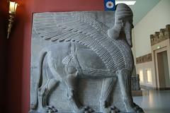 Berlin - Pergamon Museum (Karyatis) Tags: old berlin art monument museum architecture germany deutschland ancient lion allemagne assyria pergamon niemcy karyatis