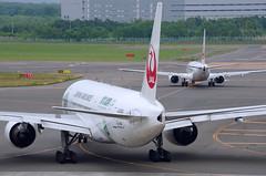 ボーイング777−200 Boeing777-200 (ELCAN KE-7A) Tags: japan airport hokkaido pentax 200 北海道 日本 boeing jl airlines 777 jal shin 新千歳 chitose 空港 b777 日本航空 ペンタックス ボーイング k5ⅱs