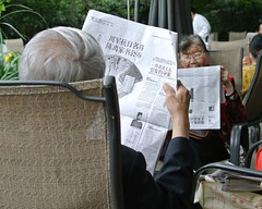 2014 People's Park (wfung99_2000) Tags: china park new old reading media newspapers chengdu leisure newsprint