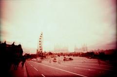 IMG_0034 (spoeka) Tags: lomo lomography analog analogue 35mm kb dia slide xpro lcwide panorama fujisensia100 london uk england pink mx mehrfachbelichtung londoneye riesenrad
