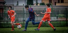 and he goes away (.VSPhotography) Tags: sport contrast digital canon eos football san italia soccer run tackle giorgio calcio defender allaperto 400d vsphotography