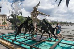 IMG_0460.jpg (mgroot) Tags: paris france art statue ledefrance fr pontdesarts paris2016