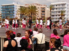 Da de la Danza (113) (calafellvalo) Tags: ballet girl youth dance fiesta child dancers danza folklore calafell tnzer nios tanz sitges baile flamenco garraf tanzen danser alegra roco juventud espectaculo danseurs costadorada calafellvalo rocieras esbarts danzadansabaileflamencoballetarmoniaolddancedancingbailarinas tanzmisik
