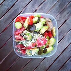 3 Ιουλίου, 57η μέρα: σαλάτα με ντομάτα, αβοκάντο, αγγούρι, μαϊντανό, ξινομυζήθρα Κρήτης, κρίθινα παξιμάδια, ελαιόλαδο & αρωματικά βότανα. #natachef #diet #dietry #dietporn #instadiet #instafood #food #foodie #fresh #healthy #lunch