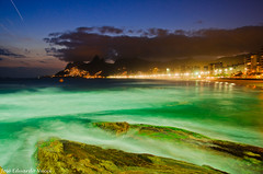 Ipanema e Leblon over night (Jos Eduardo Nucci) Tags: longexposure brazil praia beach southamerica nature brasil landscape mar nikon tripod paisagem atlanticocean ipanema arpoador leblon longaexposio zonasul 18200mm nucci d7000 brasilemimagens