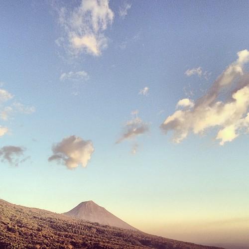 Una tarde viendo al Volcán de Izalco.